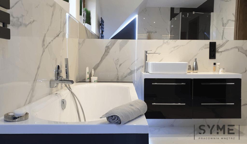 Salon kąpielowy na poddaszu