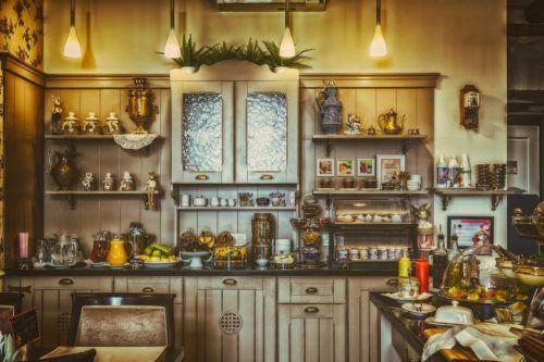 dużo półek w kuchni, źle zaprojektowana