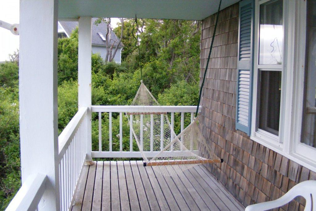 aranżacja balkonu, hamak na balkonie